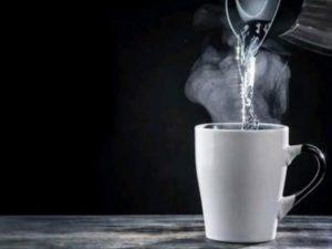 Rajin minum air hangat bisa turunkan berat badan