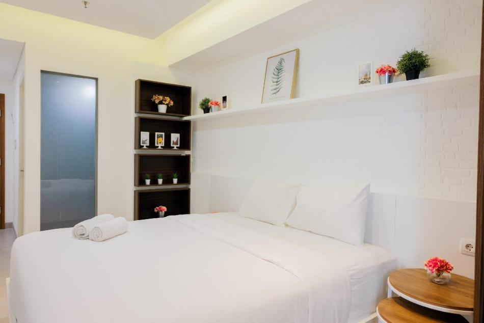 Kamar tidur lengkap dengan kamar mandi di Exclusive Studio at Skandinavia Apartment